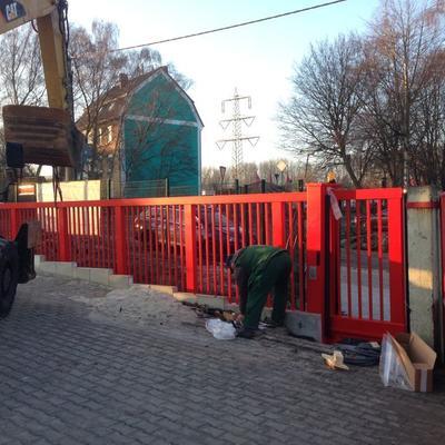 Bau einer 10m-Toranlage